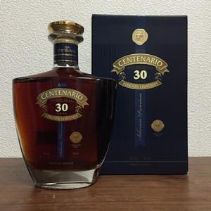 ロン・センテナリオ30年エディション・リミテーダは特別な一杯用の高級ラム酒